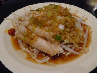 台湾料理 五味香 - トリモモのネギ油風味