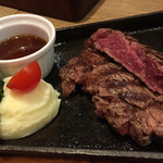 STEAK × WINE 肉バル LIMIT DISH - 絶妙な焼き加減
