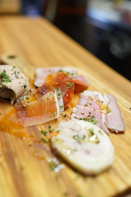 肉バルミート酒場 たかの料理の写真