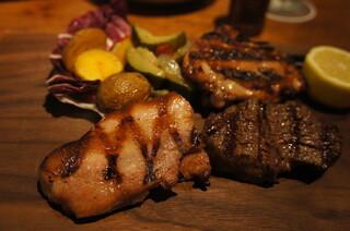 トラットリア・モキチ - 厚切り熟成ベーコン、醤油麹でマリネした骨付き鶏もも肉、国産和牛50g