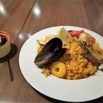 赤坂スペインクラブ アラ - 左の香辛料が良い