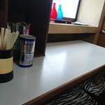 銀蝶 - 料理写真:厨房側カウンター席と背中合わせのカウンター席