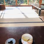 99933958 - 差し込む陽差しが温かい。。。結び昆布と梅干しが入った、お正月にだけ振る舞われる昆布茶(о´∀`о)