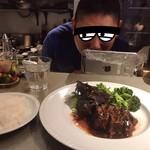 ワインアンドグリル タクト - 店主さんと一緒にパチリ(^ ^)