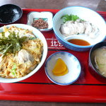 厚岸海産 - 牡蠣の親子丼