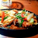 百織 - 若鶏のピリ辛オイスターにんにく炒め 800円
