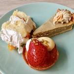 アドマーニ - 2皿目ショートケーキ、ほうじ茶のチーズケーキ、フルーツタルト
