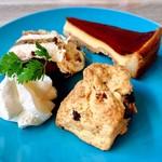 アドマーニ - 1皿目@ティラミス、プリンタルト、チョコとくるみのスコーン