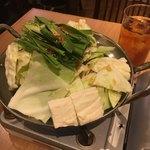 博多もつ鍋おおやま - おすすめは味噌味だったけど、好きなので醤油味にした。