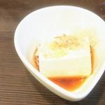 洋食亭 おおはし - お通しの豆腐