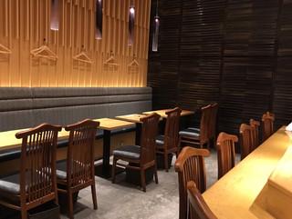SUSHI TOKYO TEN、 新宿ニュウマン店 - 店内(テーブル席)