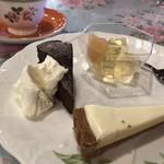 Cannery  Row - チョコレートたっぷりのガトーショコラ・アップルゼリー・チーズタルト