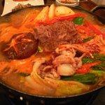 新古房 - 牛・タコチゲ・・・プルコギのお肉とイイダコを使った甘辛鍋。ご飯にあいます。