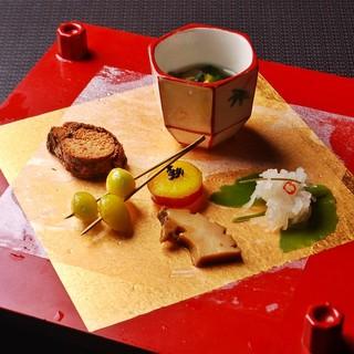 京都から仕入れた旬の有機野菜の美味しさをご堪能頂ける料理をご用意しております。