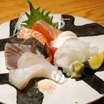 高太郎 - お造り  小柴産の墨いか、石巻産の銀鮭、天草産のすずき、天草産の鰆、石巻産の根蛸