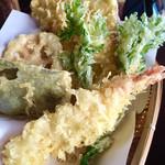 99961963 - 海老と季節野菜の天ぷら盛り合わせ「椛やセット②」
