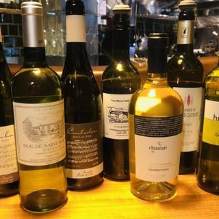 各国のワインが70種。ペアリングなどお好みのワインをご提案。