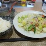 手包み餃子と中華キッチン ひげ - 広東焼きそば定食