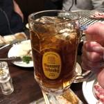 炭火焼肉 金剛園 - ウーロン茶なのにウィスキーの水割りに見えるマジック