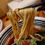 極麺 青二犀 - 「大人の担担麺」の麺のアップ