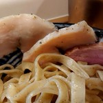 極麺 青二犀 - 「さばしおつけ麺」の鶏ムネチャーシュー