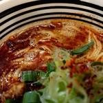 極麺 青二犀 - 「大人の担担麺」の麺とスープのアップ