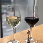24/7 cafe apartment - 赤と白のワイン