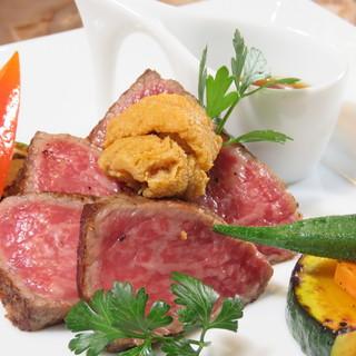 """「仙台牛」のステーキに雲丹を乗せた、贅沢な""""雲丹牛""""は絶品。"""