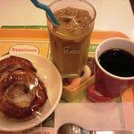 ミスタードーナツ - アイスカフェオレとホットコーヒー