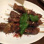 福満苑 鼓楼 - 羊肉の串焼き 香ばしい。臭みもなく焼き具合もいいですね。