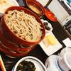 羽根屋 - 料理写真:手前はそばの薬味。奥が味噌汁。漬物が地味に超美味(笑)。なお、そばは普通の「割子三段」